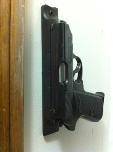 magnetic-gun-pistol-holster-224x300
